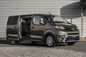 Очередь ProAce Verso: Toyota представила электрический фургон