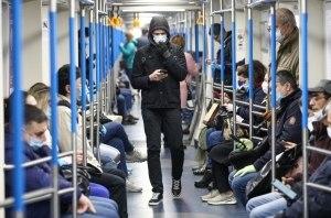 Зеленский подписал закон о штрафах за проезд в общественном транспорте без маски