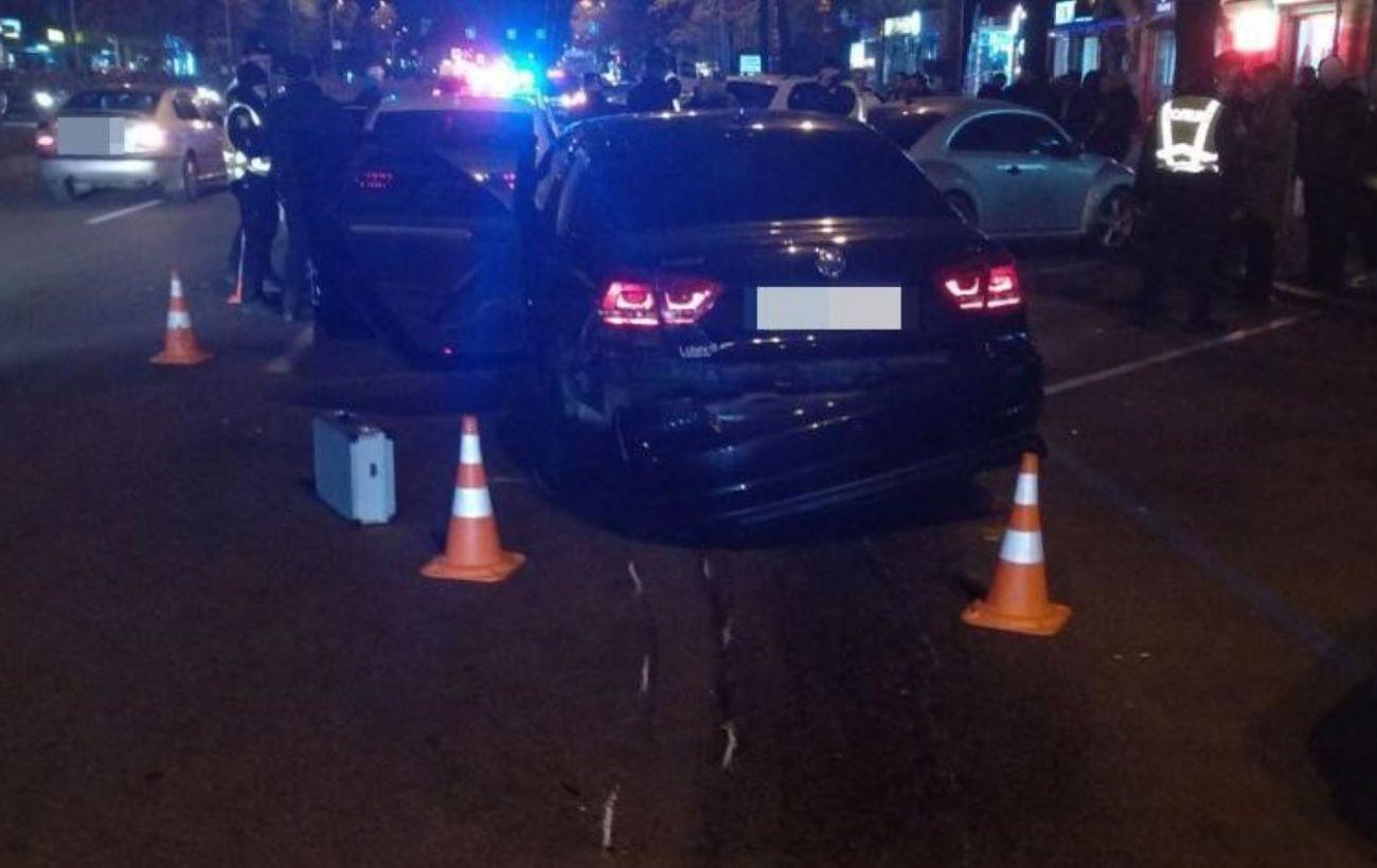 """В Харькове авто влетело в """"островок безопасности"""": пострадавшие в тяжелом состоянии"""