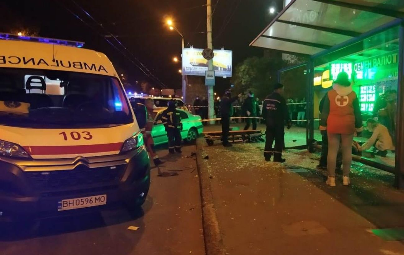 Полиция назвала причину въезда автомобиля в остановку в Одессе