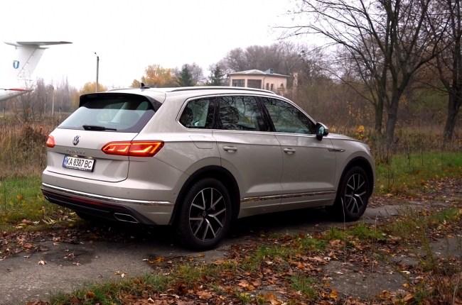 Volkswagen Touareg вид сзади