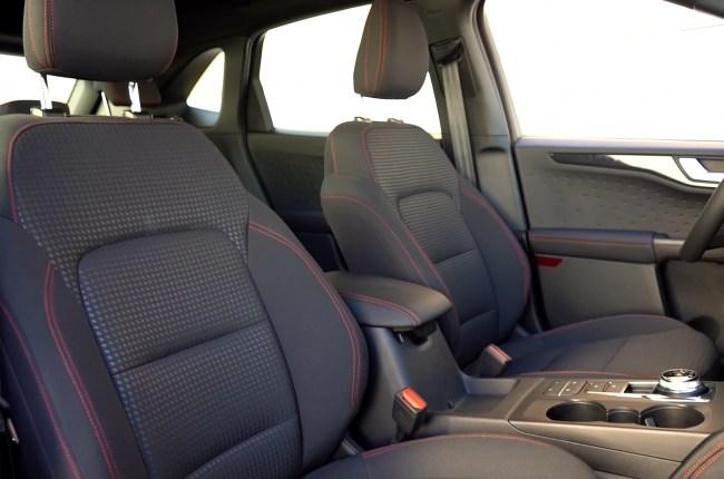 Ford Kuga передние сиденья
