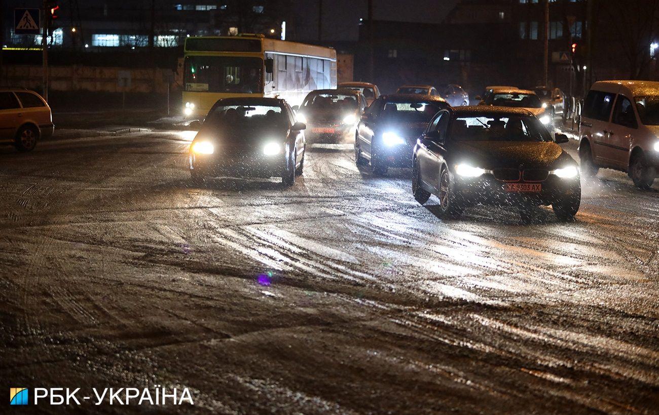 Пробки и аварии: последствия гололеда в Киеве