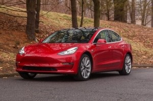Продажи электромобиолей Tesla достигли рекордного уровня
