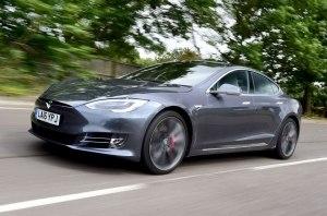 Tesla пыталась убить водителя?