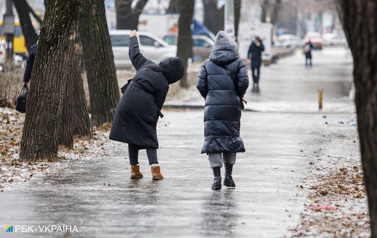 В Харькове гололед: перебои в работе троллейбусов, десятки пострадавших